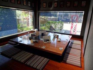 地鶏炭火焼・旬菜 白角屋 飯塚店 - 12名用(?)の個室です