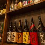 炭火焼鳥 鶏co - ドリンク写真:ボトルの棚