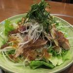 倭食処 かくれんぼ - かつおのっけ盛りサラダ(945円)