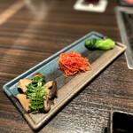Yakinikuushigoro - 季節のナムル(青梗菜、京人参、木の子)