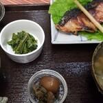 おふくわけ - 焼き魚定食900円 お値段からは考えられないほど焼き魚はハイクオリティー!