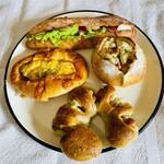 パン工房 リップカレント - 料理写真:上:カスクート(生ハム・チーズ・プチトマト) 左:茄子とベーコン 右:ベーコンポテト 下:フラワー