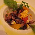 レストラン シャフォンテ - 蛍烏賊と赤ピーマンのコンフィ、オレンジ添え、菜花風味ソース