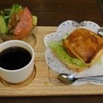 喫茶ドニエ - ツナのクロワッサンサンド550円