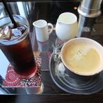 14190593 - アイスコーヒーとコーヒー