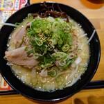 141902143 - 令和2年10月 くらおチャーシュー麺とんこつ 960円