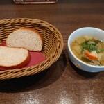 ビストロ ア ラ ドゥマンド - スープとパン
