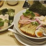 むぎとオリーブ - 特製鶏・煮干・蛤のトリプルSOBA 1300円