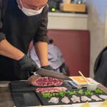 コグスダイニングカグラザカ - 黒樺牛サーロインと熟成白身魚の自家製ローズマリーパスタ巻