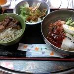 14194395 - 辛冷麺+小炭火丼1000円(2012/08)