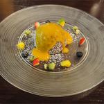 the soup - マンゴーとココナッツ_ココヤシに見立てたショコラ包み_温かいソースで(+300円)