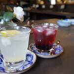 さくらの家 - ドリンク写真:新生姜とブルーベリーのジュース 各200えん