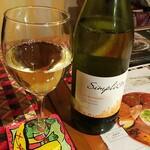 BAIDAM - グラス白ワイン(ハッピータイムで¥390税別以下同)