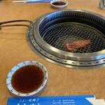 あおぞら - 記念写真風(〃ω〃) 焼き肉はタレだぜ!と自信を持って供される。 う、上手いぜーー( ´∀`)