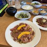 あおぞら - 上州定食のお肉。牛と豚の合い盛りだー!