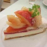 サンデーブランチ - 桃のタルト 680円