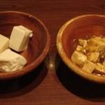 美味創菜 京とうふ 衣の郷 - 左のボウル、とうもろこし、湯葉入り、柚子入りのお豆腐です