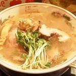 フスマにかけろ 中崎壱丁 中崎商店會1-6-18号ラーメン - 「ひるしお、肉そば」です