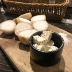 タヴェルナ・ポルチーニ - 2層仕立ての里芋フリット トリュフバターがウーマです
