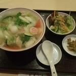湘南菊華大飯店 - 本来はサラダは付かないみたいです…!