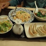 湘南菊華大飯店 - 半ラーメン・半炒飯・餃子セット♪