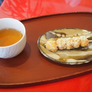 だんご庄 - 料理写真:お茶と団子