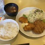 MOBU - 鮭フライとメンチカツ¥680(日替わりランチ)