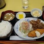 中華飯店 ごくう - 本日のサービス品焼肉セット白身魚のフライ付(ご飯大盛り)