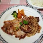 ミヨシ - 料理写真:豚の生姜焼と牛ステーキの盛り合わせ(単品) 1500円