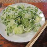 komakatadojou - 葱は「ねぎ箱」ではなく皿盛りで出された