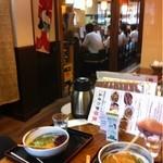 自家製麺 うどん日和 - カウンター、座敷