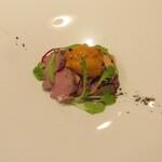 142020618 - 月の輪熊の手の赤ワイン煮込み セロリのピューレ ミルクの泡 サラダセロリ