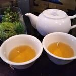雅苑酒家 - ジャスミン茶
