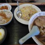 """香味坊 - """"半炒飯、半ラーメン""""セット¥680"""