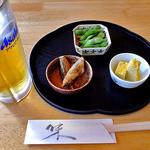 食・呑み処味菜 - 料理写真:生ビール(3口飲みました)& お通し(茹で枝豆 & 出し巻き玉子 & ししゃもの唐揚げ)