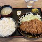 とんかつ 麻釉 - ロースカツ定食