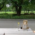 ウフ - 店内から見た野川公園