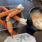 御食事処 弓ヶ浜 - 焼き蟹と味噌汁