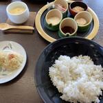 御食事処 弓ヶ浜 - ご飯と小鉢類
