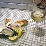 142066169 - 宮城県産厳選生牡蠣 & グラスワイン(白