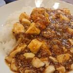 永楽 - 辛くはない、オリジナルブレンドの香辛料と胡麻油が効いた、濃口麻婆豆腐。