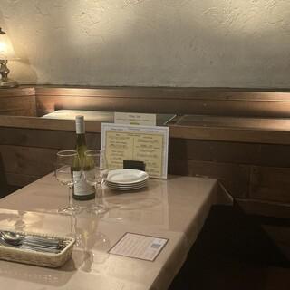 温かみのある店内で、ゆっくりとお食事をお楽しみいただけます