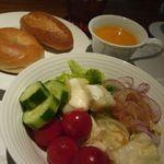 14208812 - サラダ、パン、スープも食べ放題