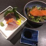 炙り炉端 山尾 - 【野菜】スモークサーモンと伊都野菜のサラダ& 【造り】本日の鮮魚三種盛り