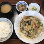 楽亭 - レバ野菜定食