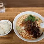 華隆餐館 - 牛肉刀削麺 小ライス