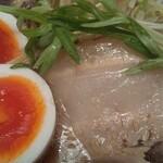 貝出汁戦隊 シェルラーマン - 黄身ネットリな味玉に、デカ煮豚チャーシューのup