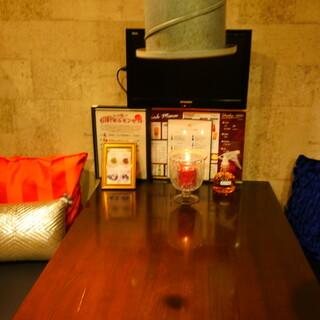 コロナ対策として、換気扇と手指消毒液を各テーブルに!