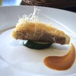 ステーキガーデン 風の邱 - ◆鯛のカダフィ巻、帆立のムース、甲殻類のソース 鯛はカダフィと共に頂くと食感も楽しめますし、ソースがいい味わいでした。