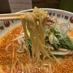 博多担々麺 とり田 - 麺は中太の縮れ系